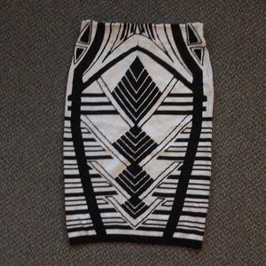 Mid body skirt with black and white design